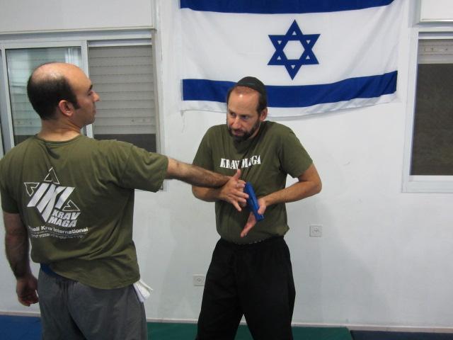 http://www.your-krav-maga-expert.com/images/MosheB.jpg